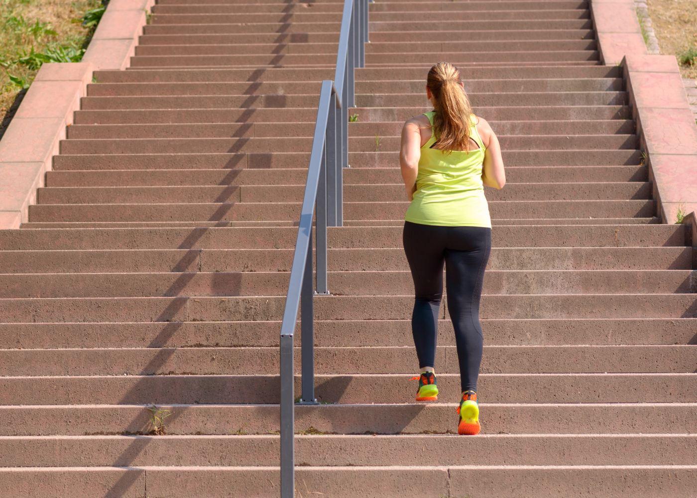 Mulher a fazer exercício físico