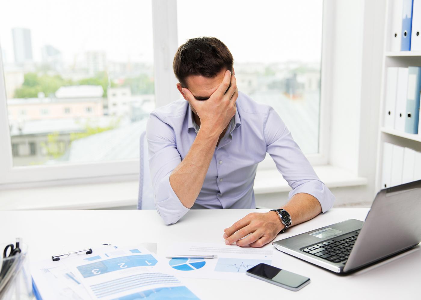 homem stressado