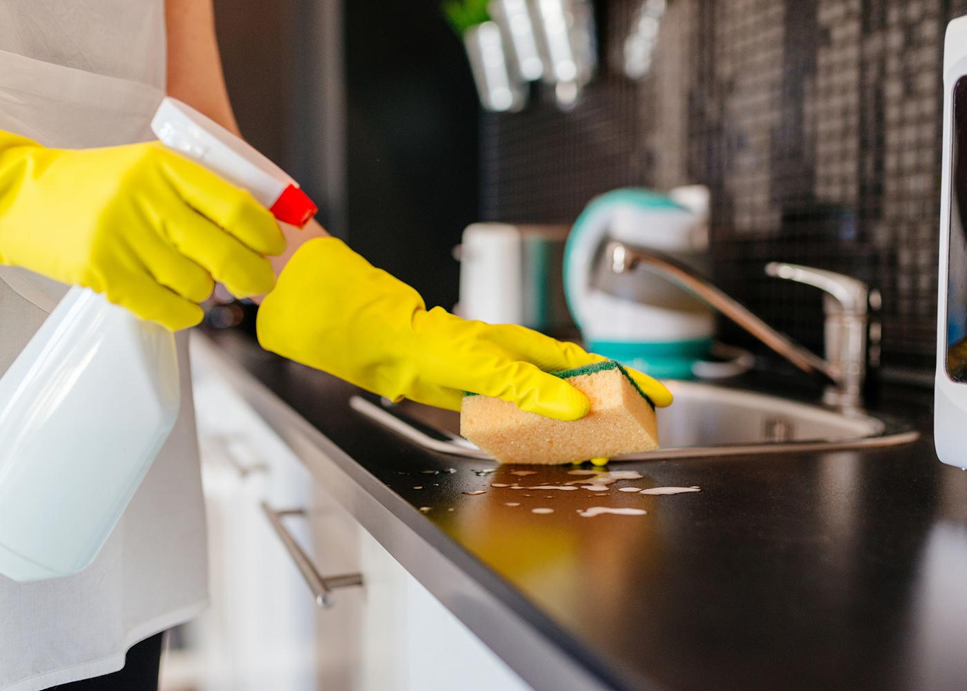 limpar bancada de cozinha