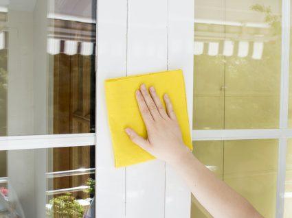 limpar portas e janelas de alumínio