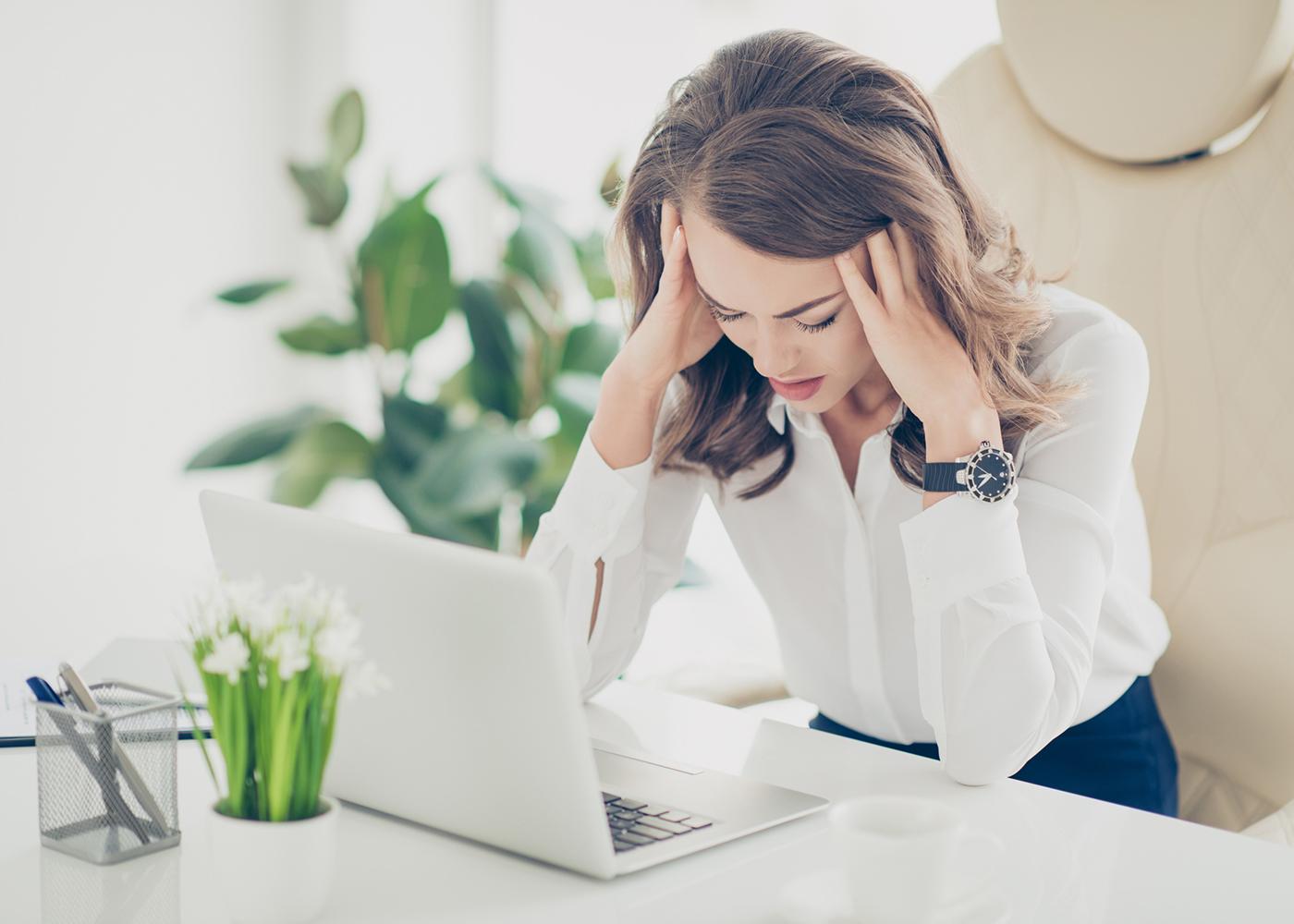 mulher ansiedade no trabalho