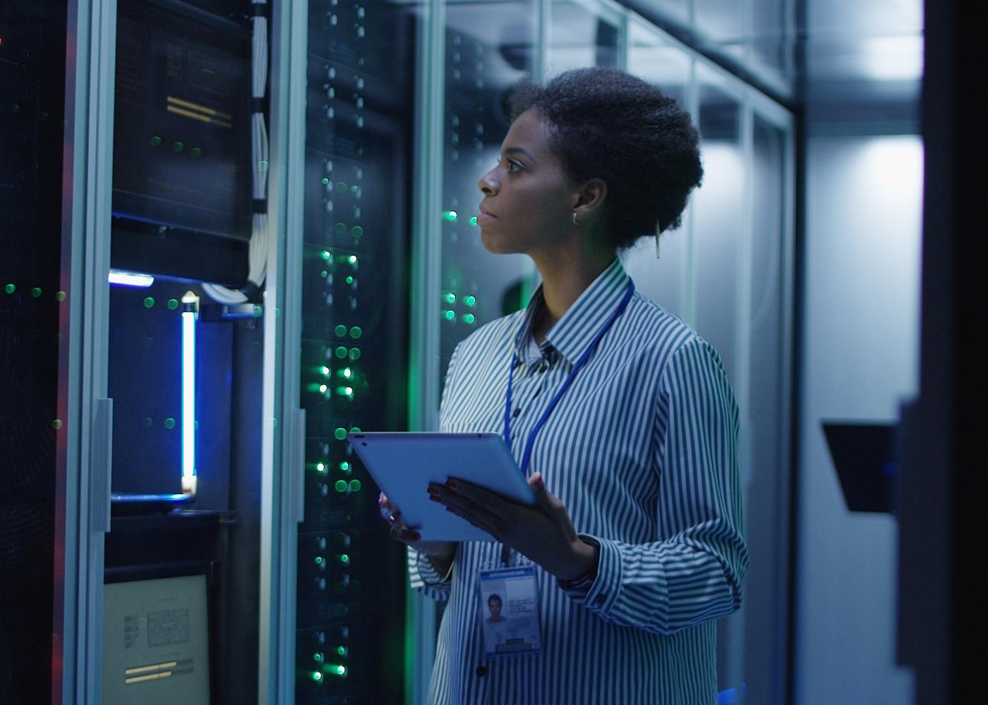mulher computador engenharia