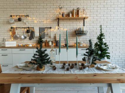 decoração de natal simples na cozinha e mesa