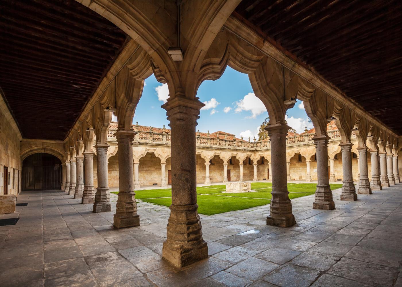 claustro histórico em Salamanca