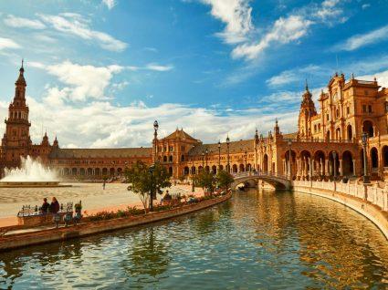 Praça central de Sevilha