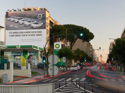 painel publicitário da volvo no Porto