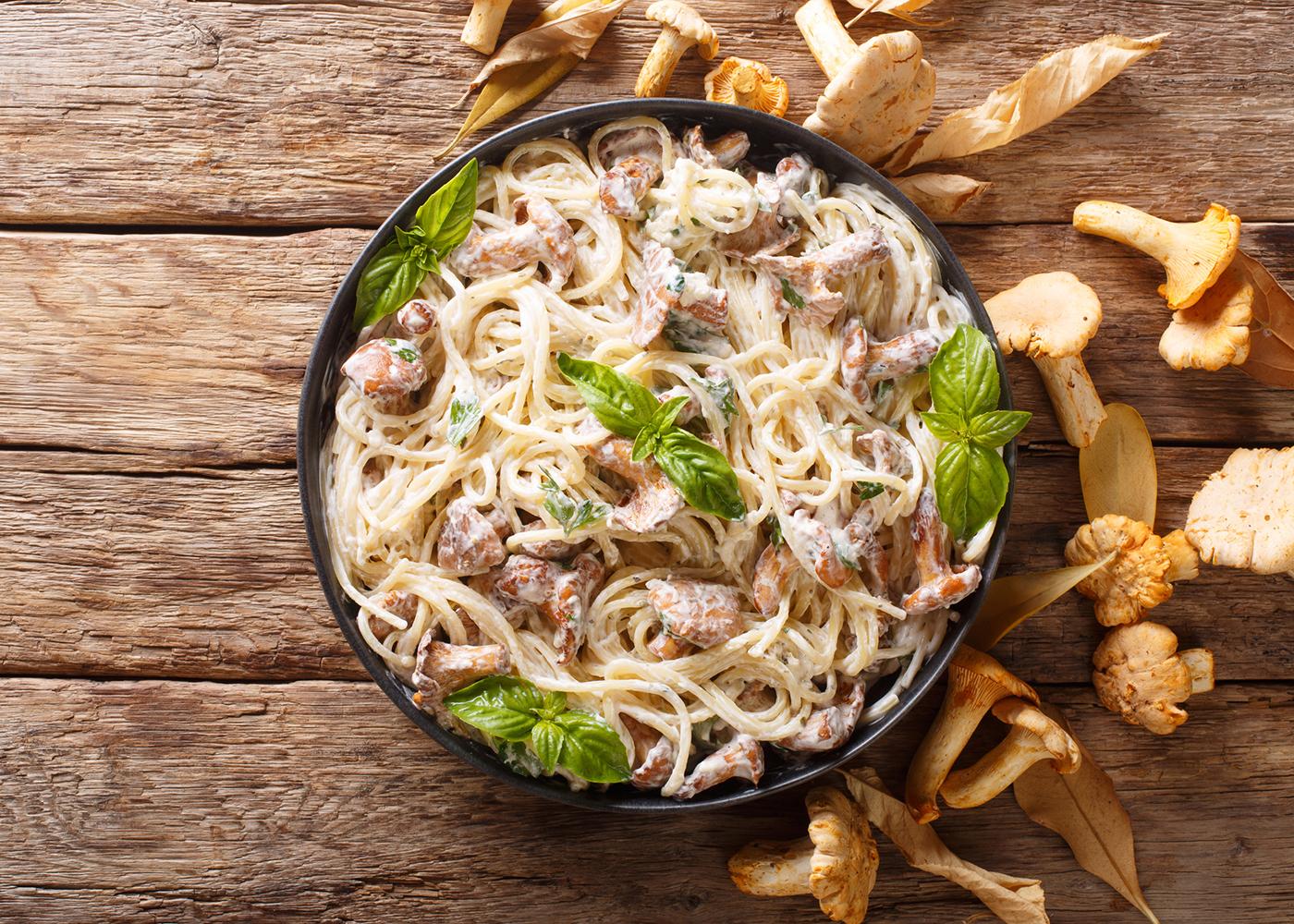 Esparguete carbonara com cogumelos