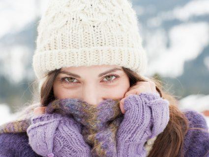 Mulher com acessórios para os dias mais frios
