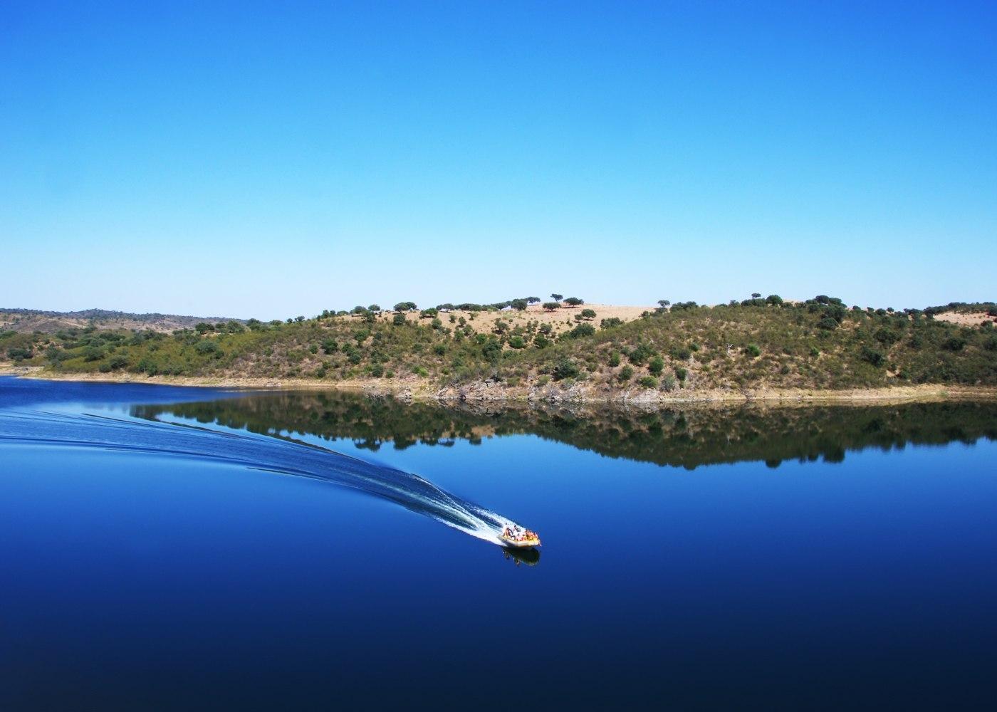Barco na albufeira do Alqueva