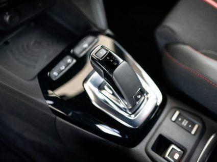caixa de velocidades automática para ilustrar um dos mitos sobre automóveis