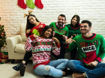 Família com camisolas de natal