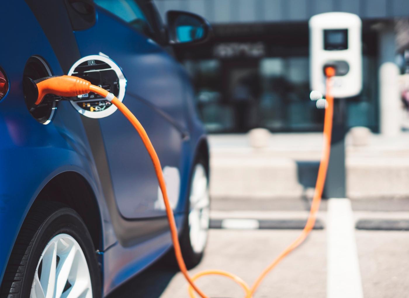 Carregamentos de carros elétricos vão passar a ser pagos