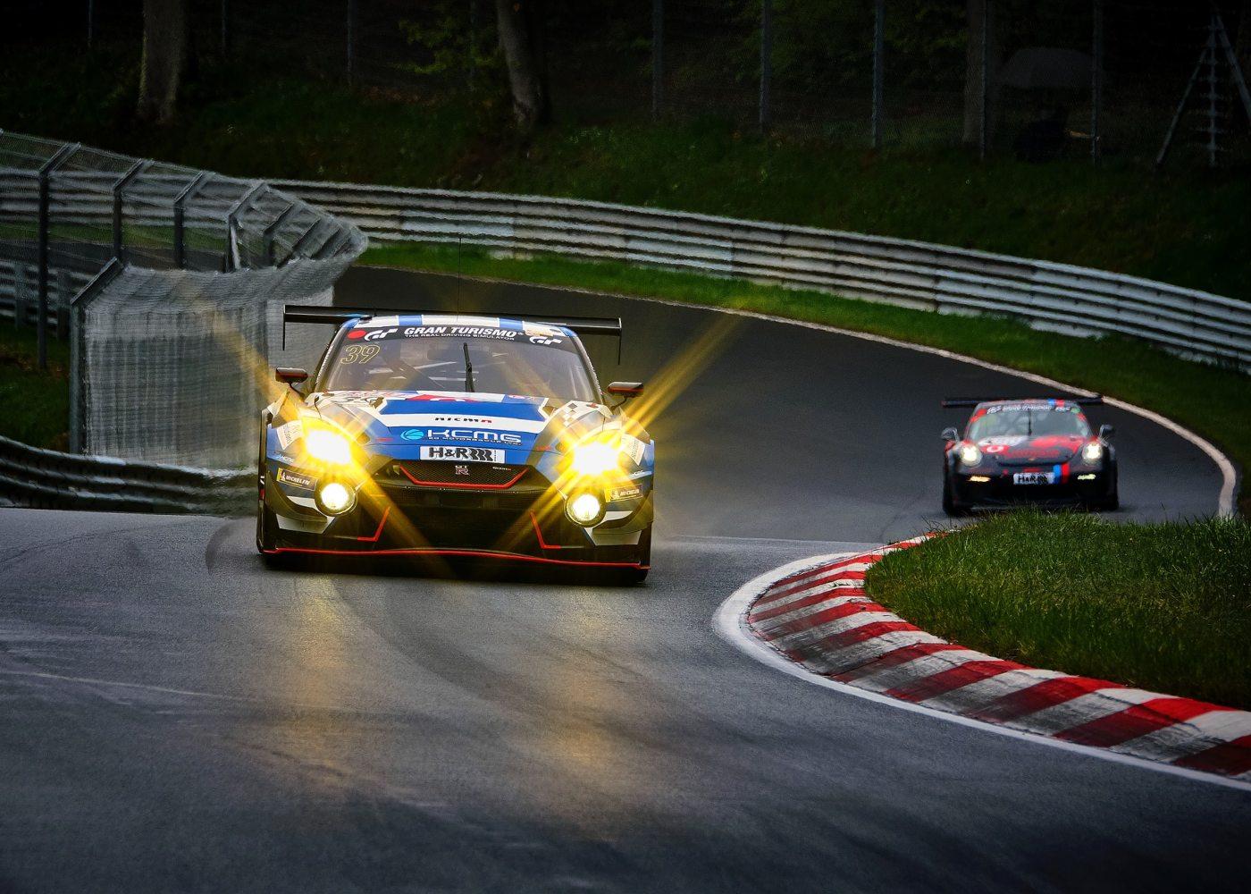 carros de corrida num circuito