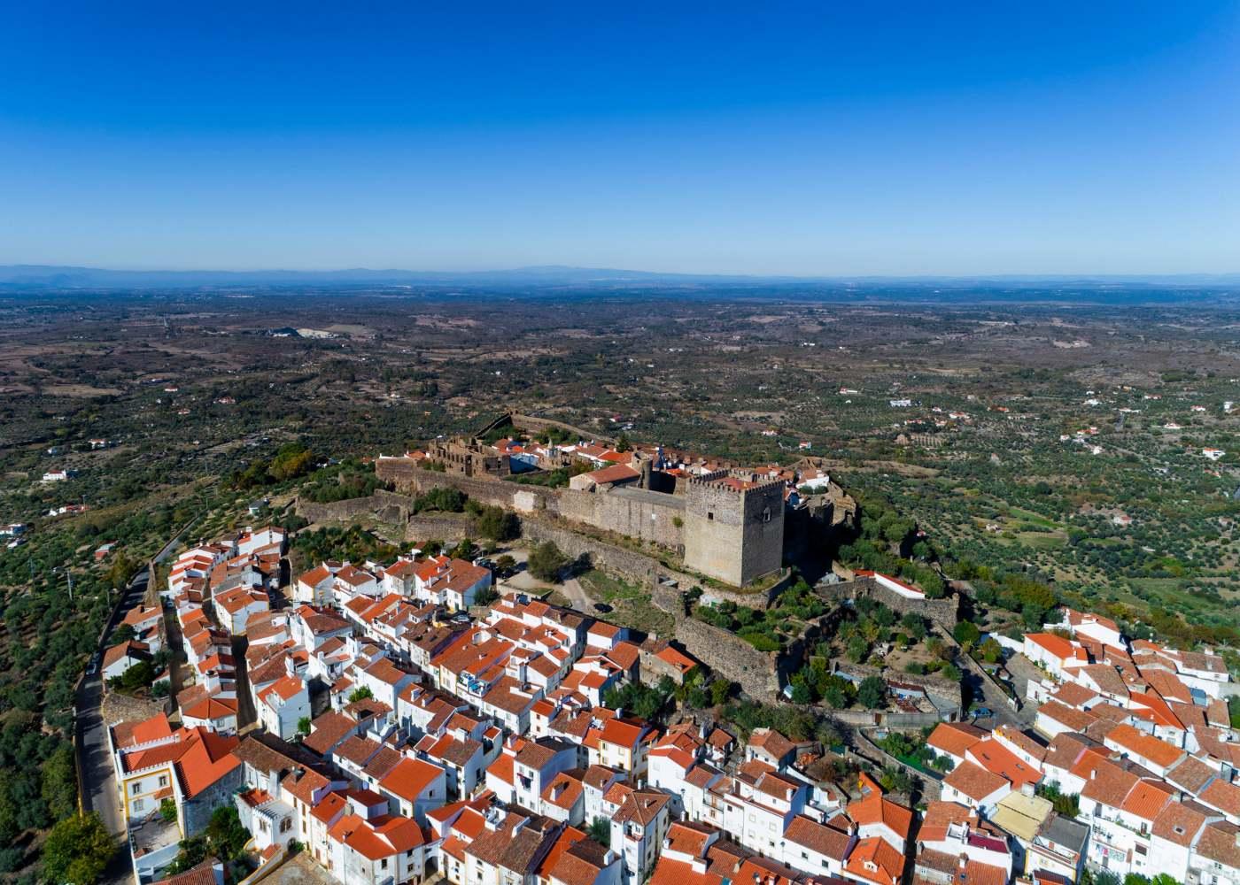Castelo de Vide junto à serra de São Mamede