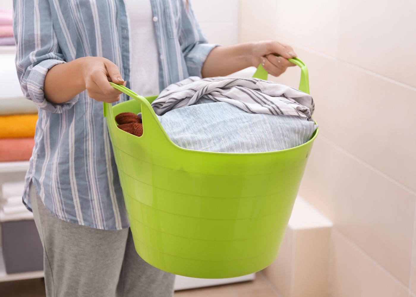 colocar roupa a lavar