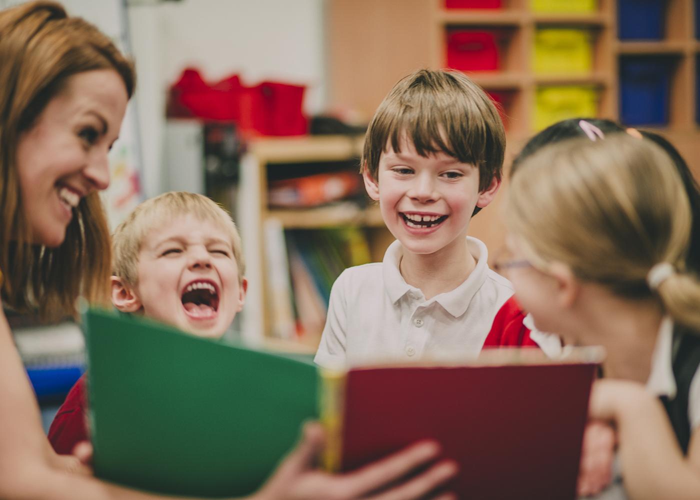 crianças leitura
