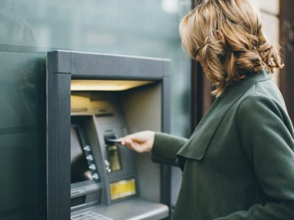 Portuguesa a levantar dinheiro na Dinamarca