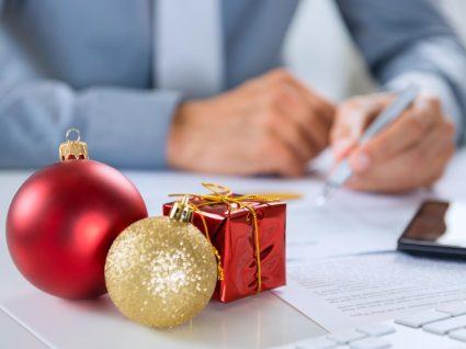 pessoa a trabalhar no dia de natal
