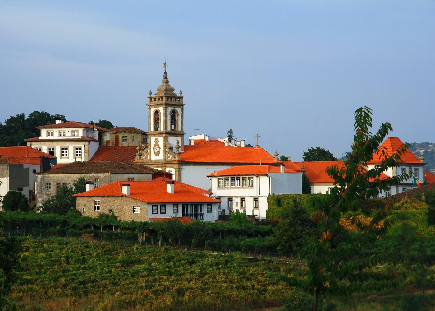 Vista da vila de Sabrosa