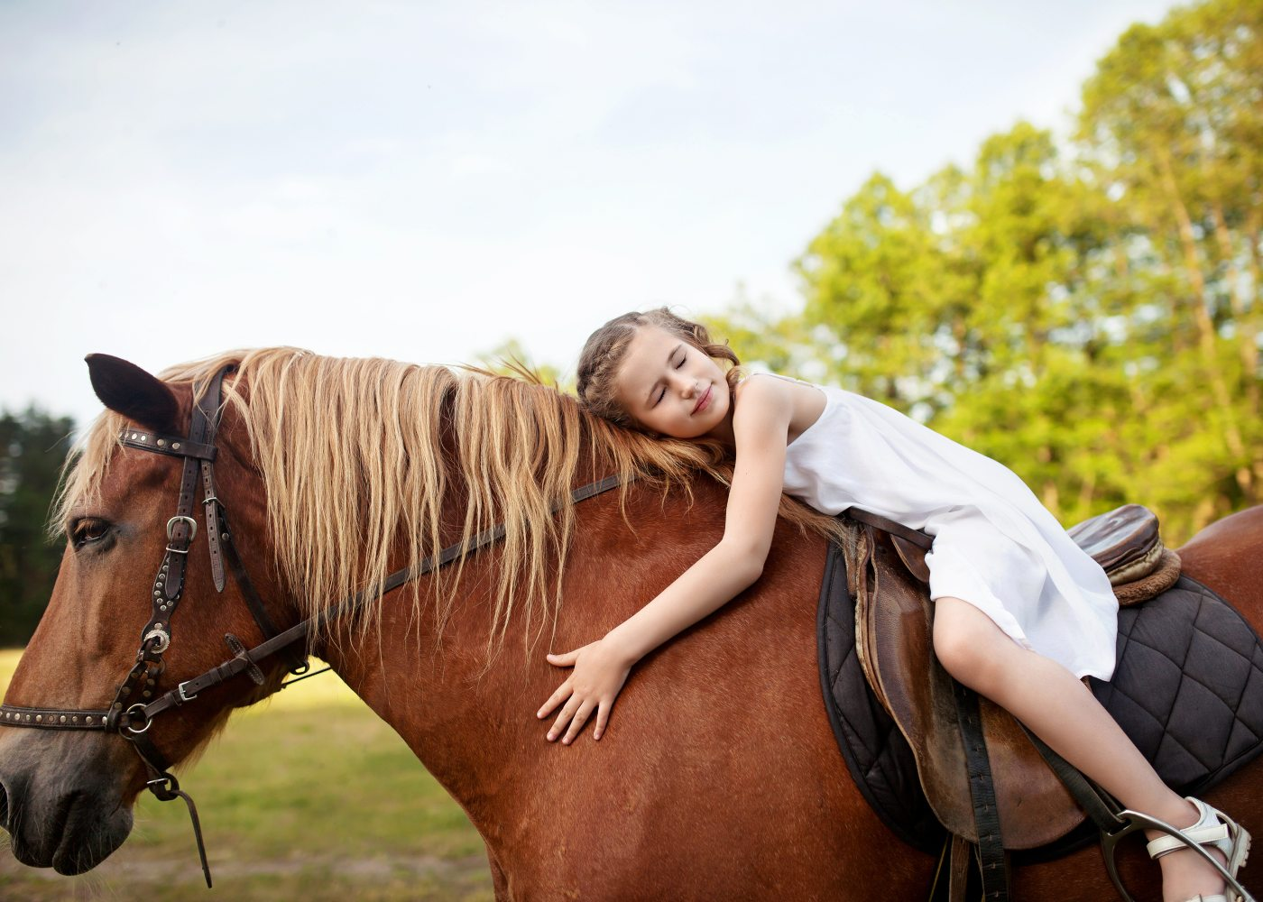 Criança a andar a cavalo