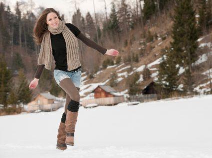 Mulher a usar calções no inverno