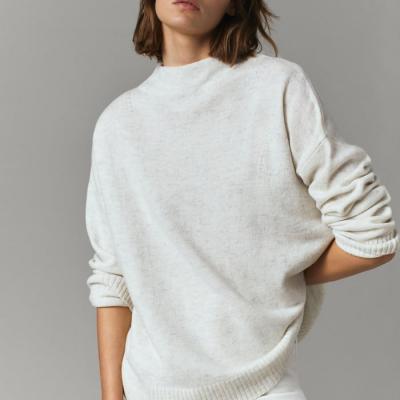 camisola lã branca