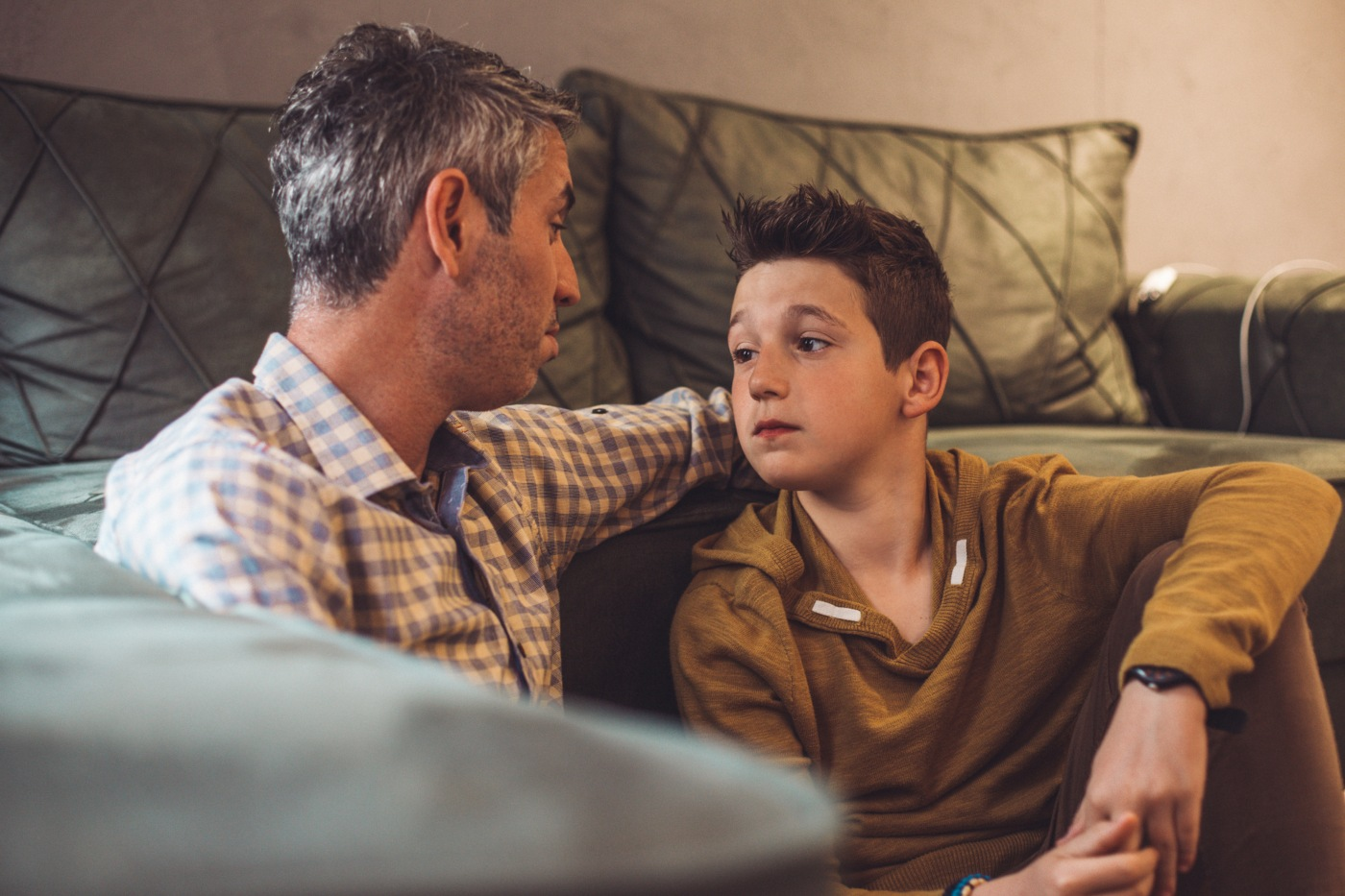 pai a conversar com filho