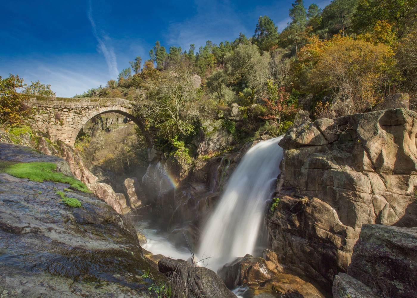 Ponte e cascata no gerês