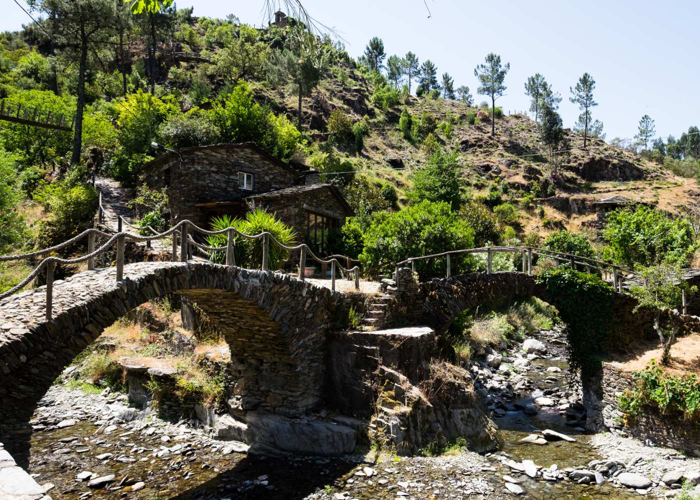 Ponte histórica no Piódão