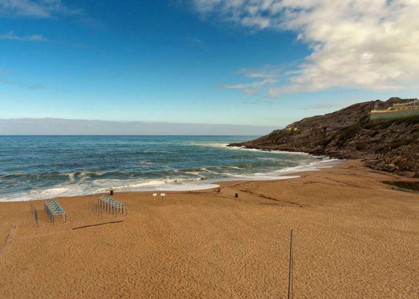 Praia de Porto Novo para conhecer Portugal
