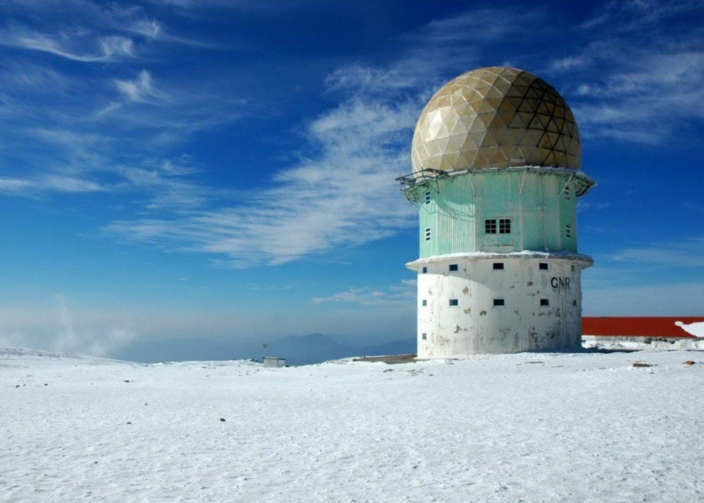 Neve na torre da Serra da Estrela