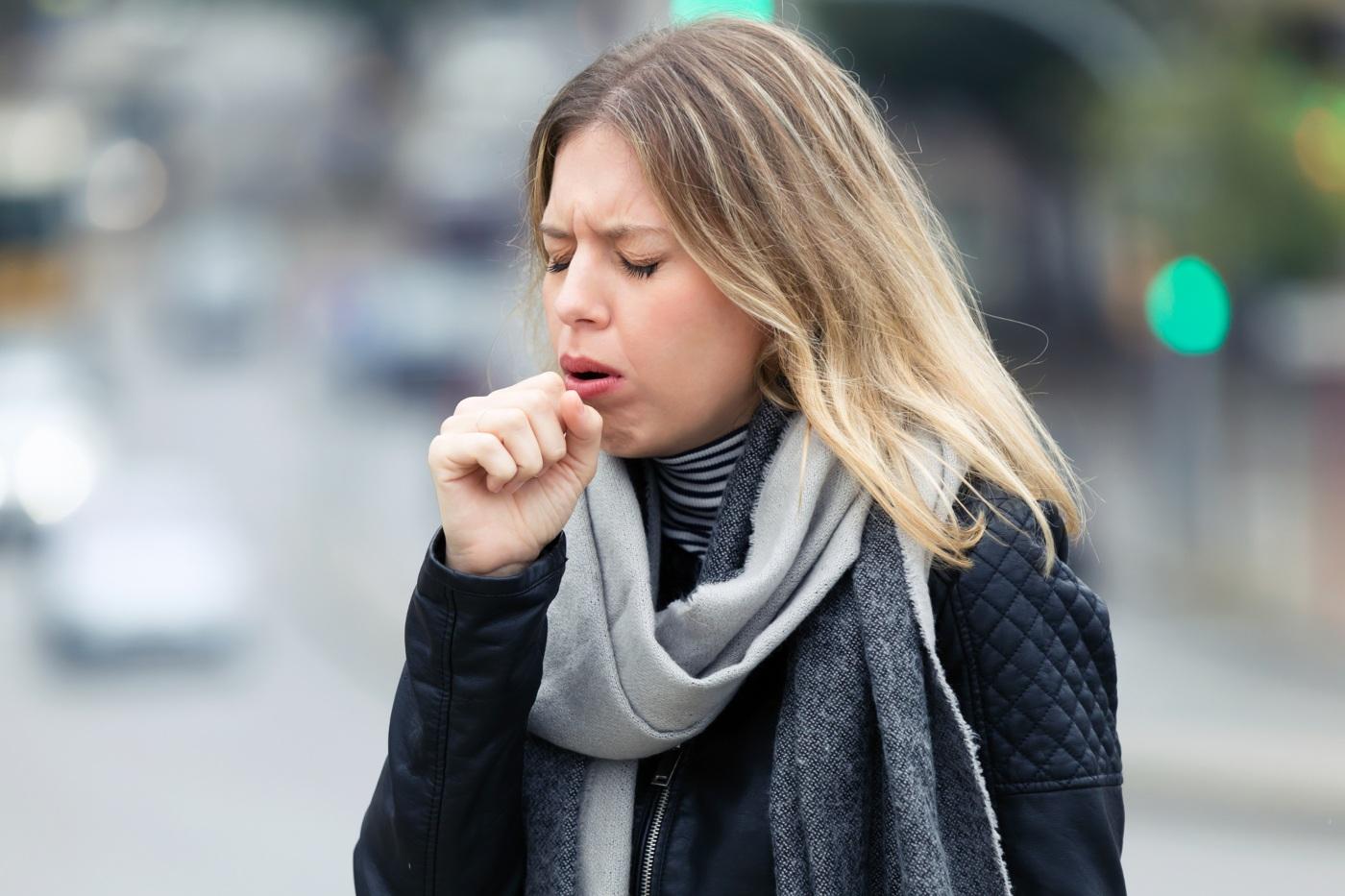mulher a tossir