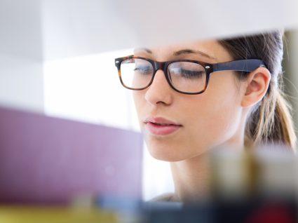Investigadora candidata a bolsa de doutoramento na biblioteca