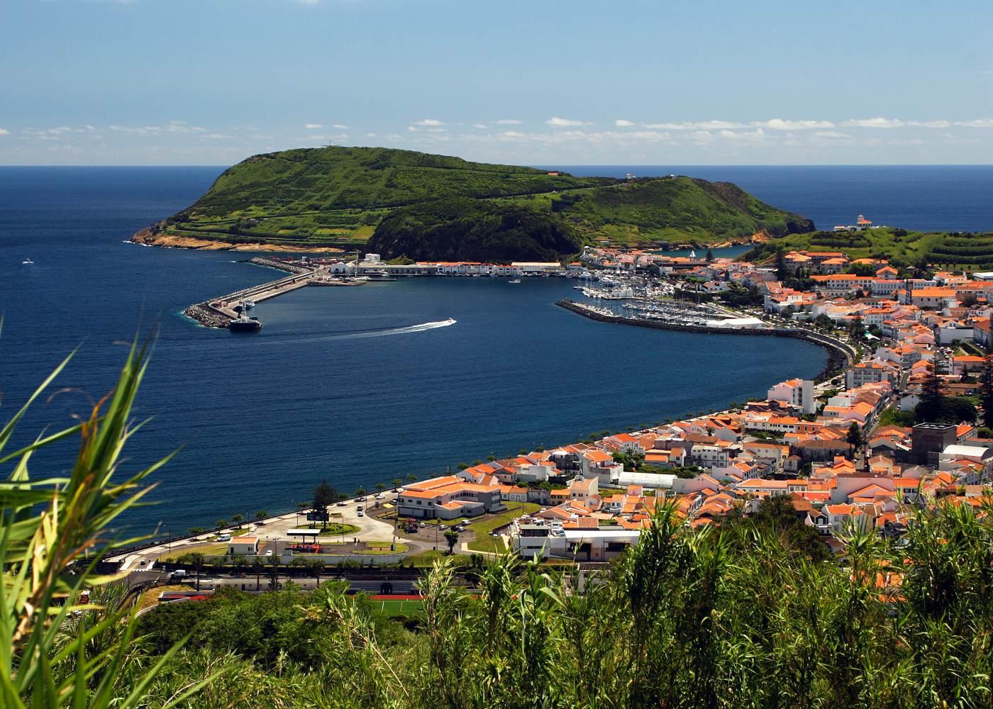 Porto da cidade da Horta