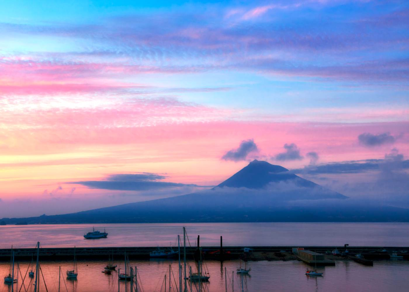 Ilha do Pico vista do Faial