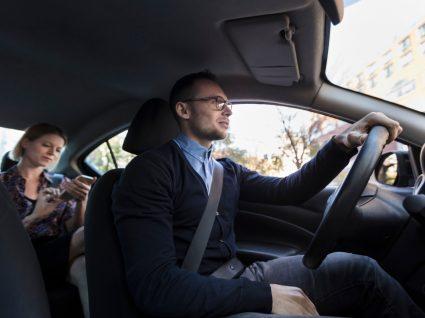 motorista da uber a levar cliente