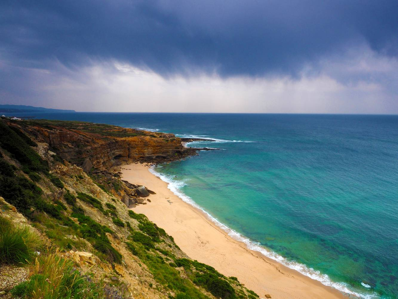 Praia e falésias