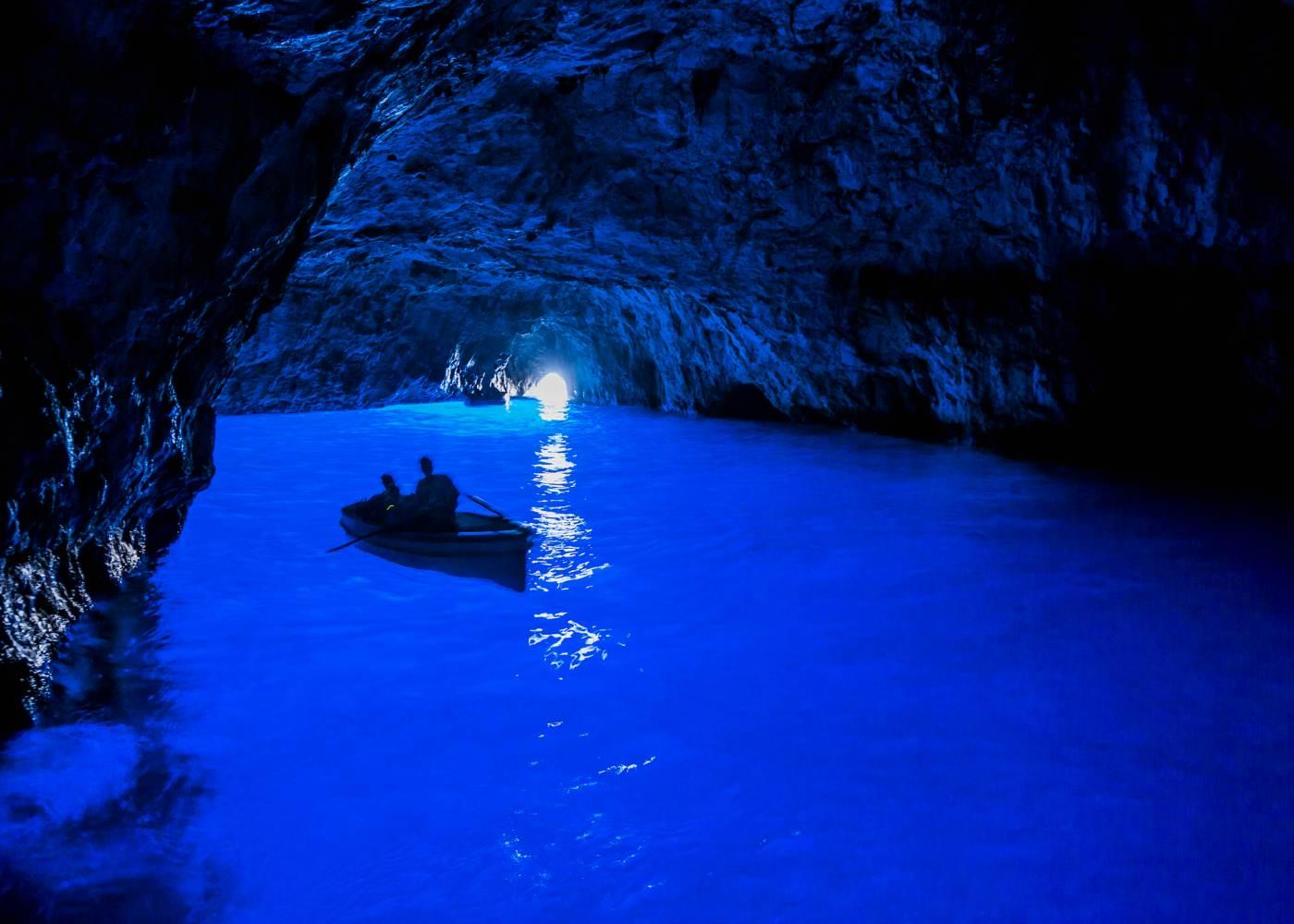 Panorâmeica da gruta azul em Capri
