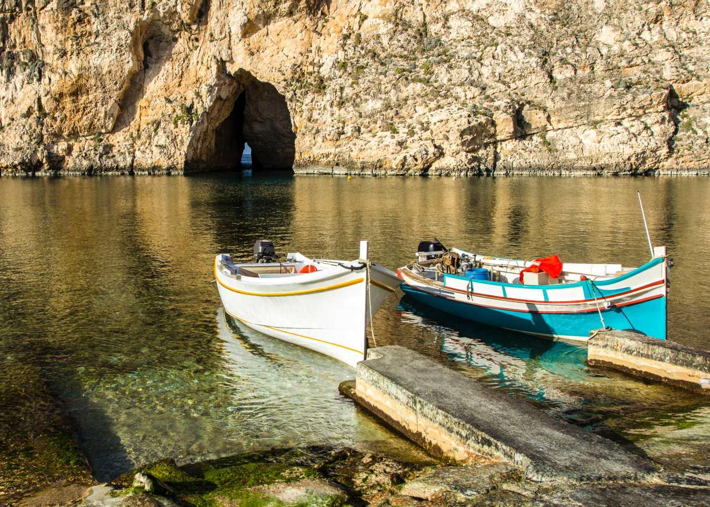 Barcos no Mar de Gozo em Malta