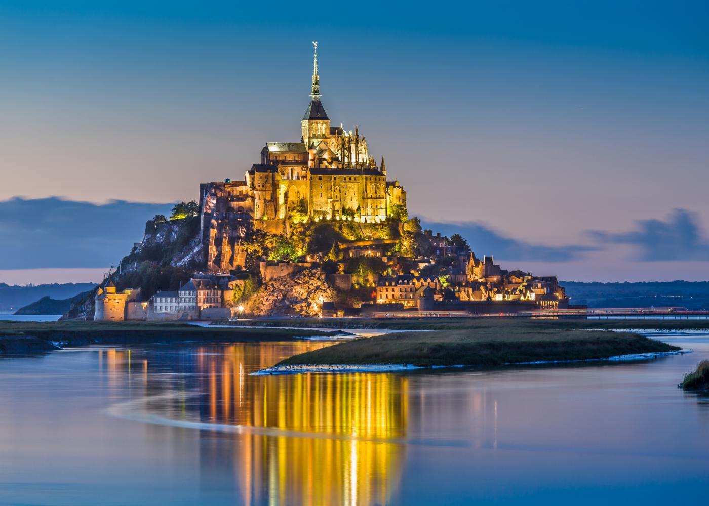 Monte de Saint-Michel à noite