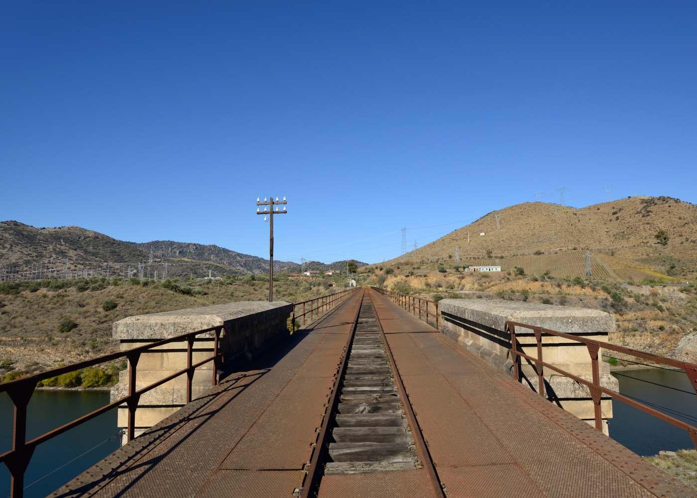 Ponte ferroviária abandonada no Pocinho