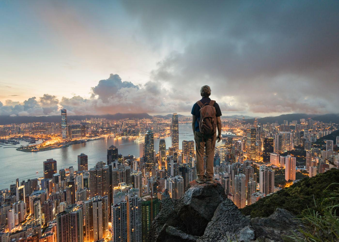 Homem a viajar sozinho