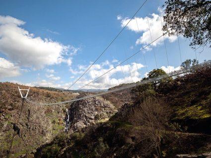 Ponte pedonal suspensa em Arouca