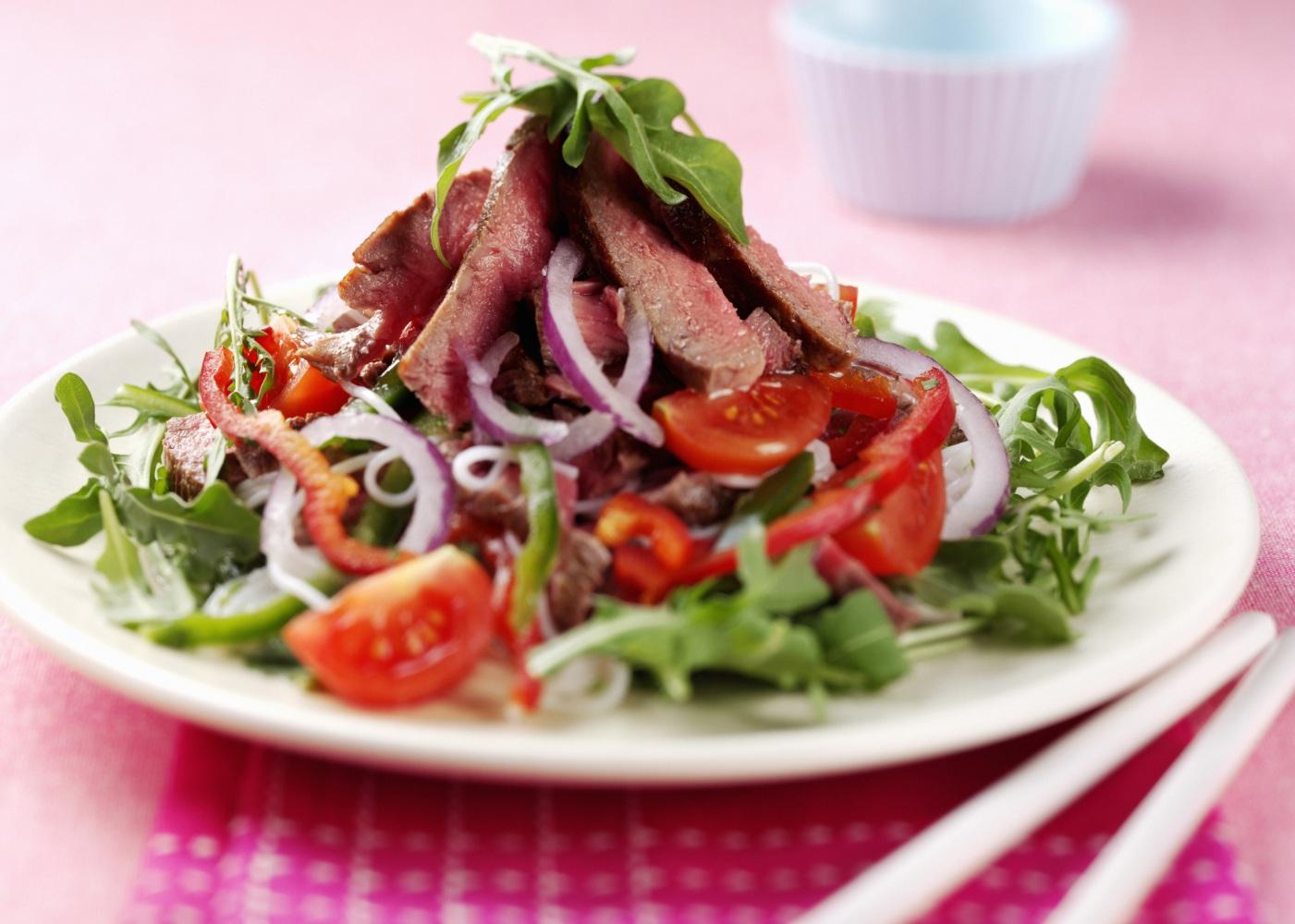 carne churrasco com vegetais