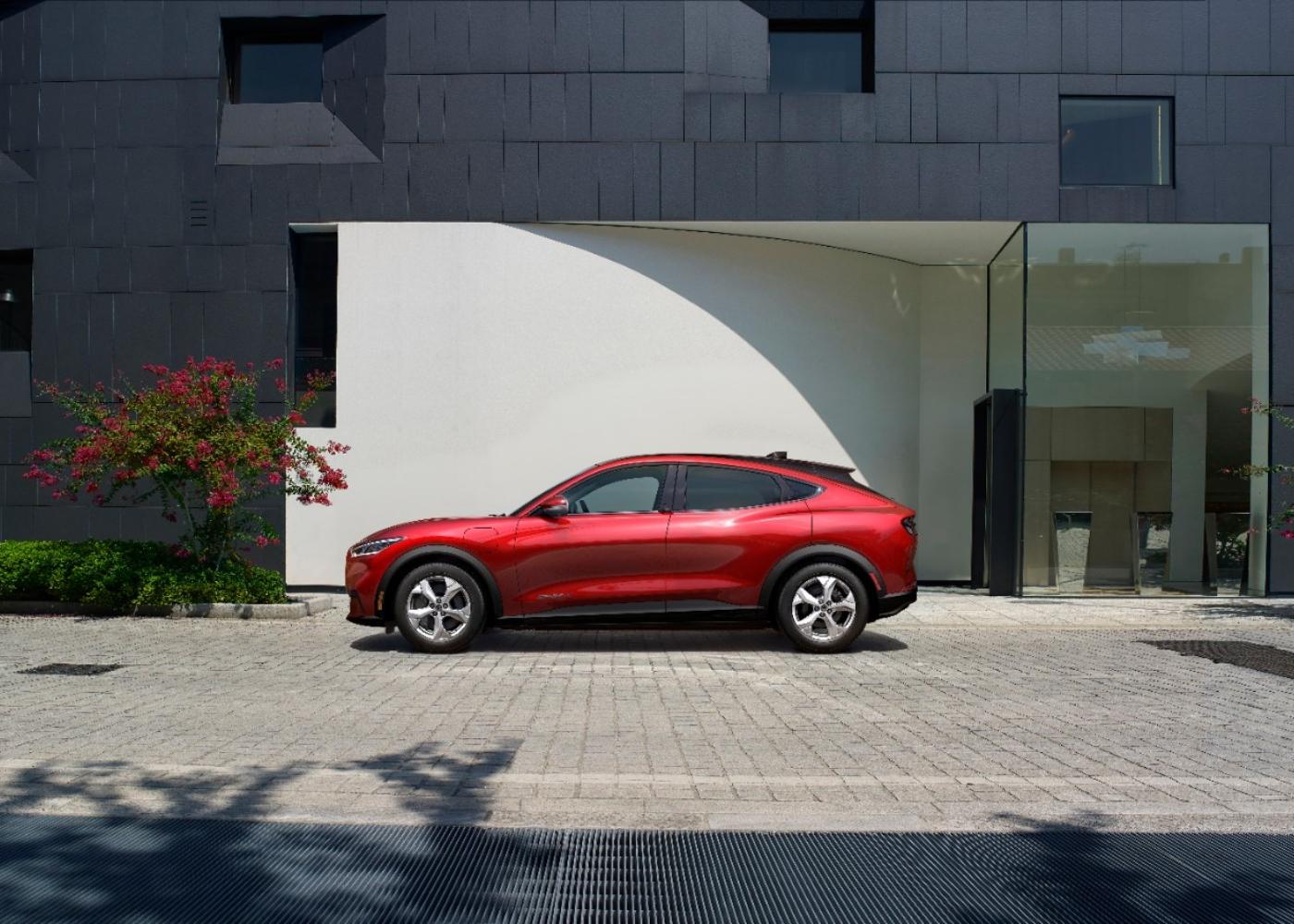 Ford Mustang Mach-E um dos carros elétricos à venda em Portugal