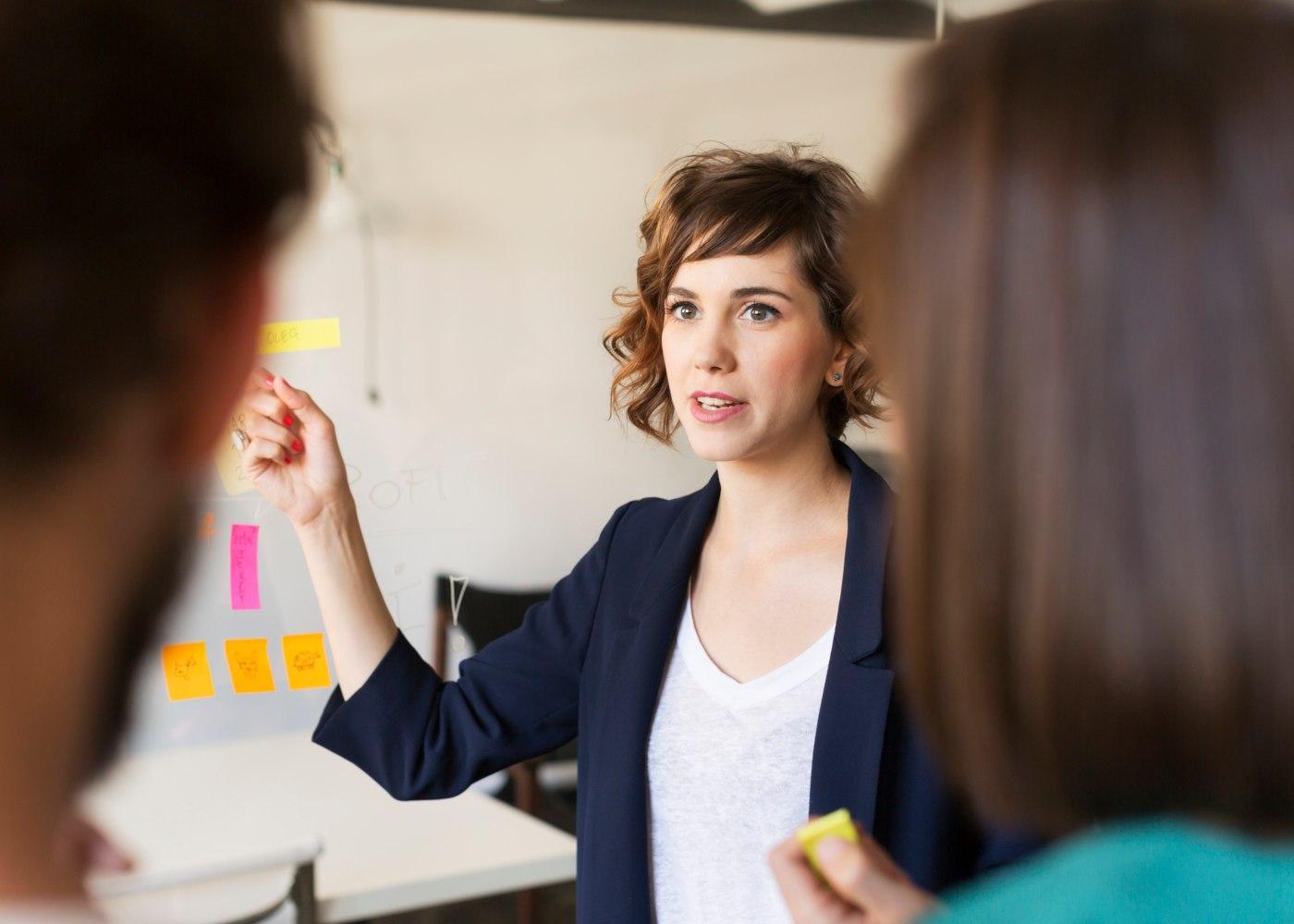 líder a trabalhar com equipa