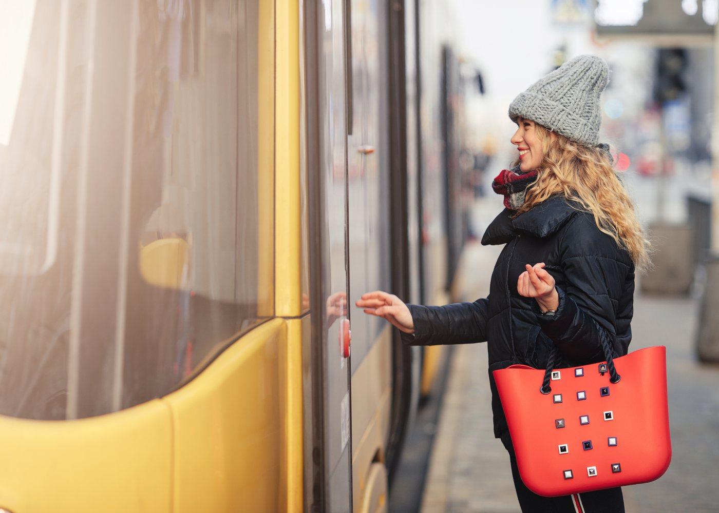 Mulher a entrar no metro