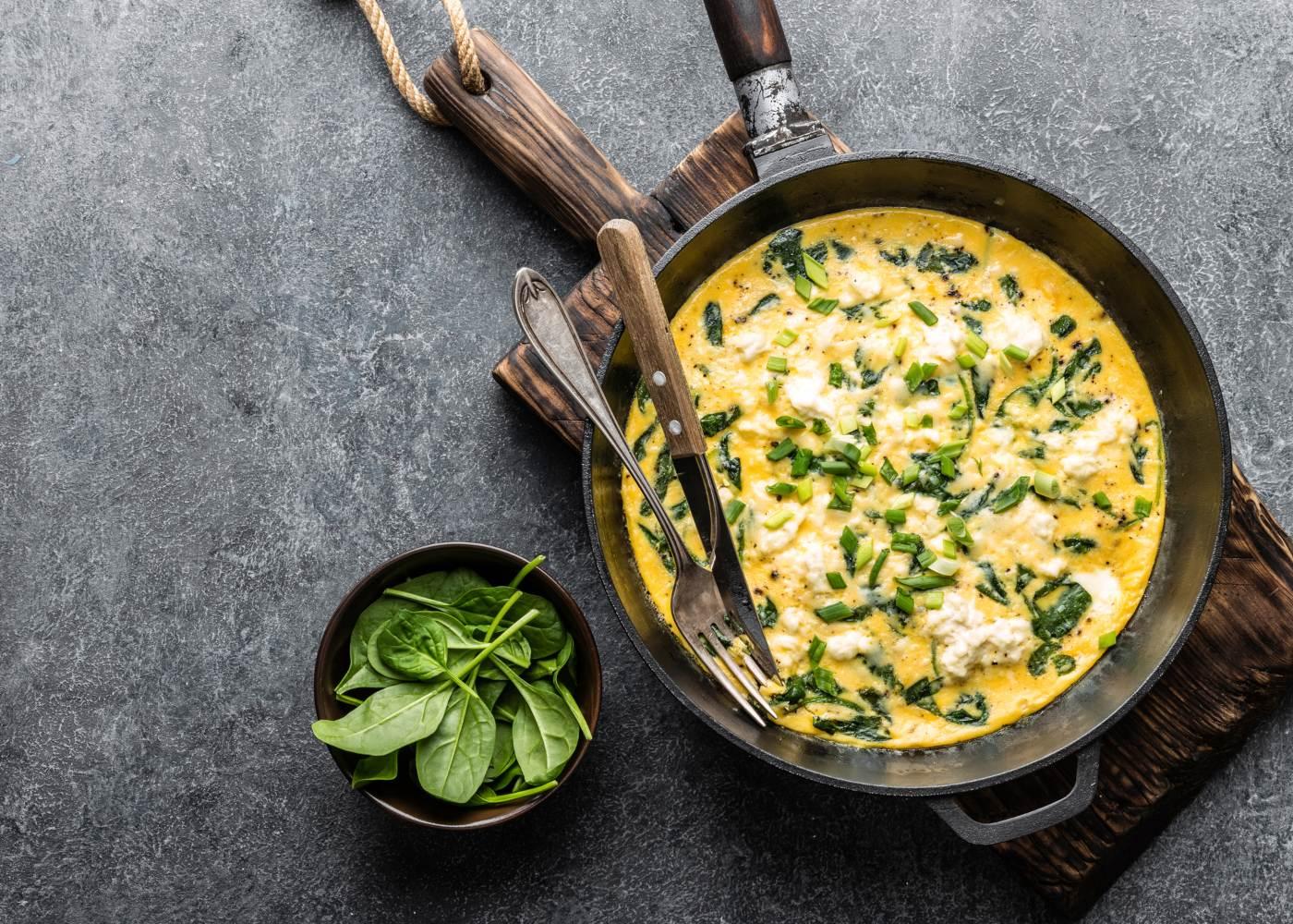 omelete fiambre e espargos