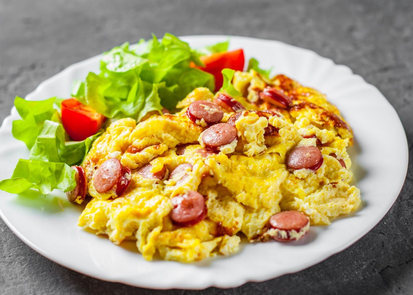 ovos-mexidos-salsichas