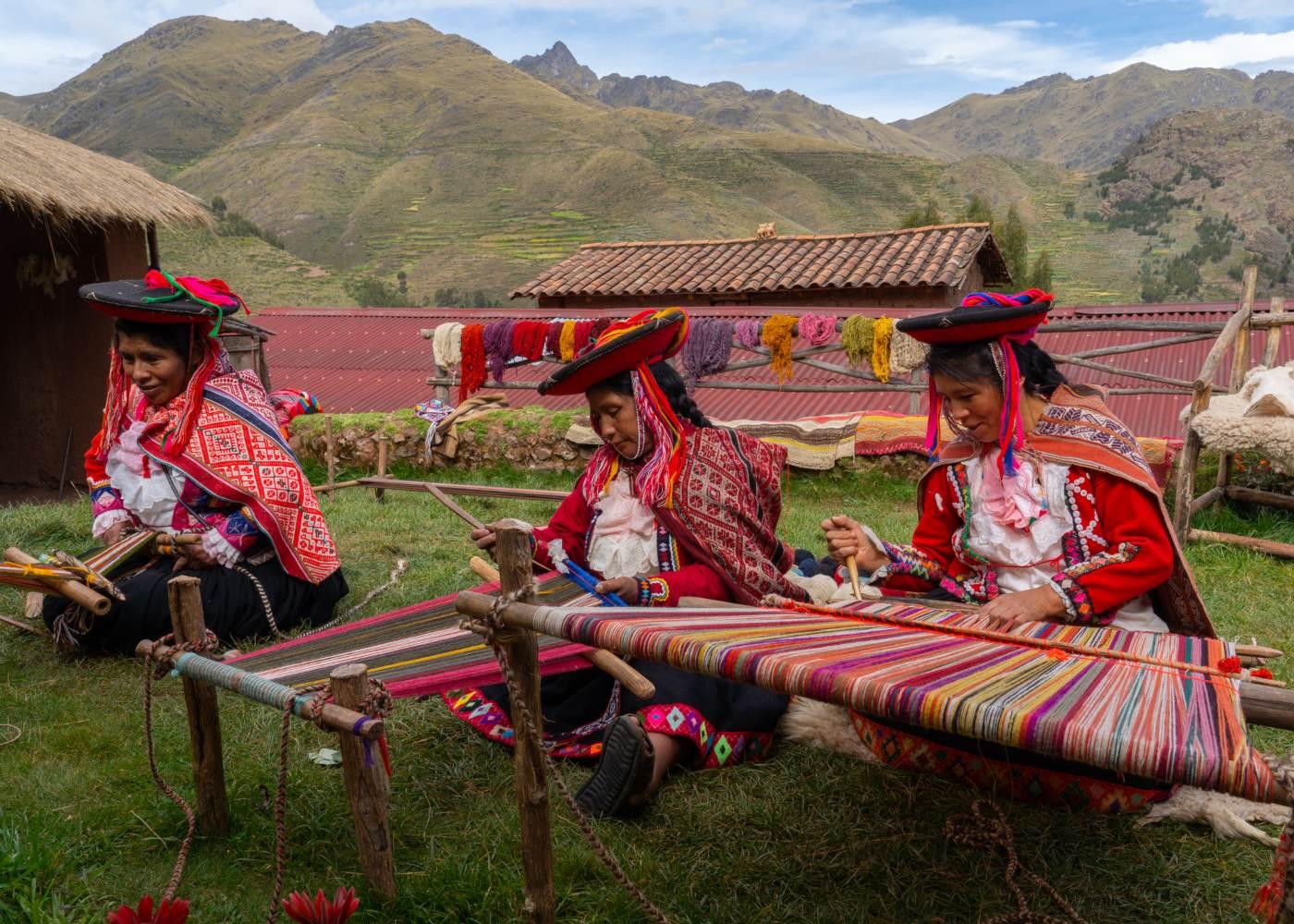 Mulheres do Perú a fazerem artesanato
